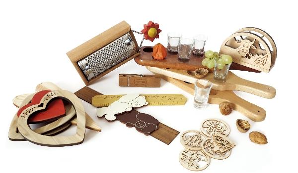 Oggettistica sintesi taglieri in legno e bicchieri for Bicchieri in legno